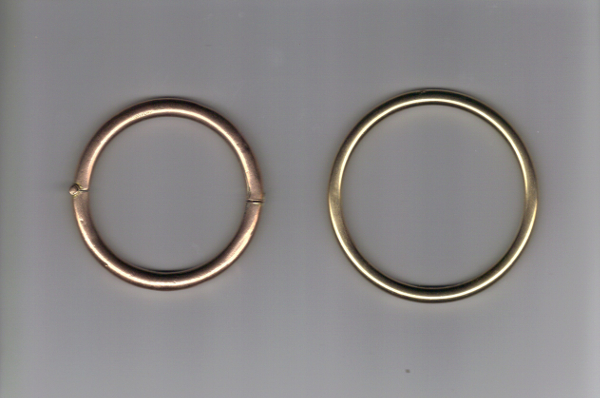Fig. 1 A 100 year old hinged Nellie Stewart bangle (L), larger contemporary golf bangle (R) (property of the author)